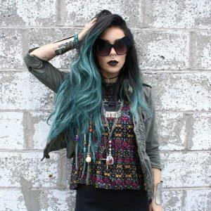 ragazza capelli colorati